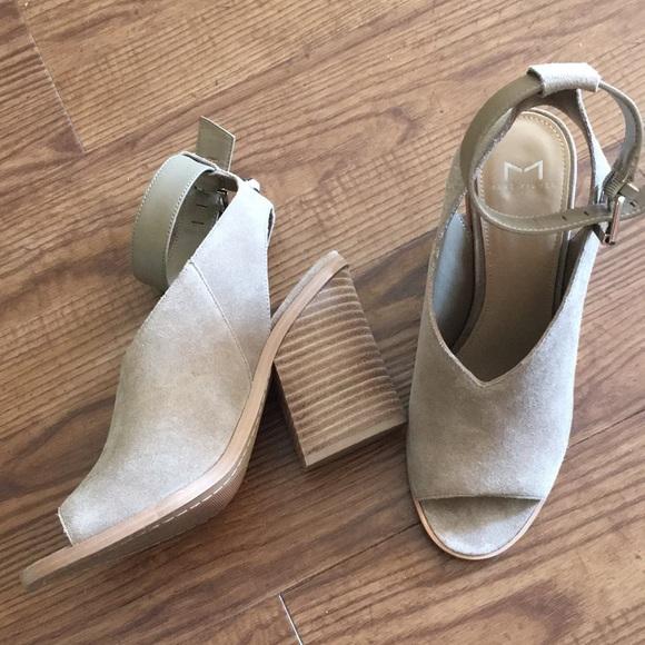 aa15d91c1 Marc Fisher Vidal Ankle Strap Sandals. M 5b4a62dfc9bf50031287468b